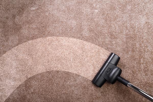 Jak wyczyścić dywan bez wzywania profesjonalistów