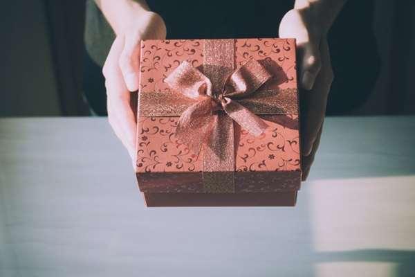 Modne dodatki na prezent dla siostry