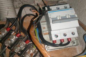 Brak prądu w mieszkaniu - jak ustalić problem ?