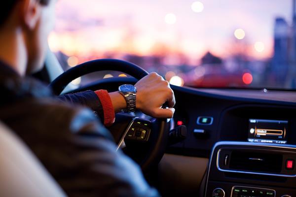 Reklama salonu samochodowego – czy to dobre rozwiązanie promocyjne?