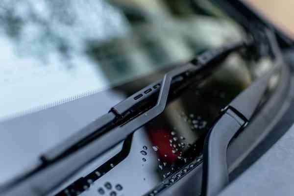 W jaki sposób rozpoznać zużycie wycieraczek w samochodzie?